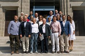 Foto de familia de la reunión del personal científico y técnico que trabajó en la EBEF y la familia Maldonado